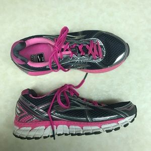 Brooks GTS 15 Black & pink running shoes
